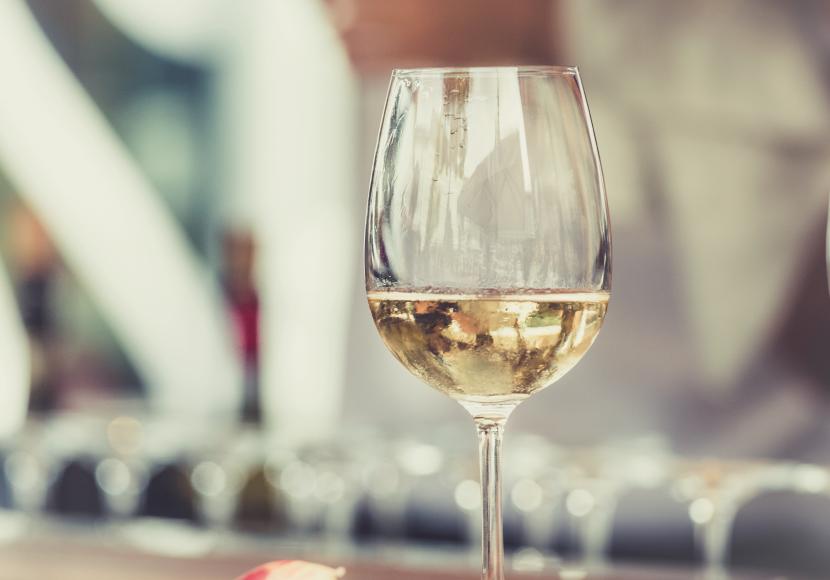copa-vino-blanco-830x580